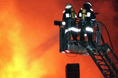 Wohnungsbrand: Frau rettet sich mit Baby über Drehleiter