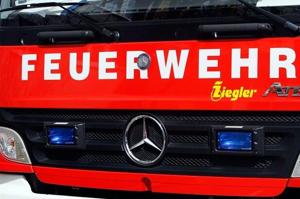 Feuerwehr rettet Mann von Dach