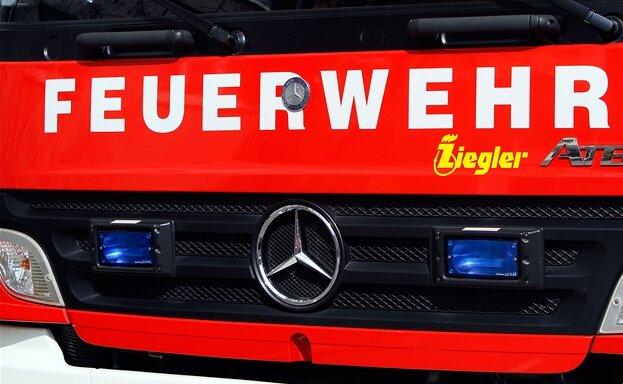 Feuerwehr löscht Brand in Peniger Getriebewerk