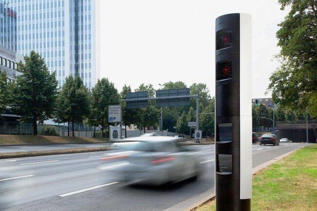Ein ähnliches Blitzermodell soll bald in Aue an der B 101 den Verkehr überwachen. Der alte Starenkasten wird in Kürze abgebaut.