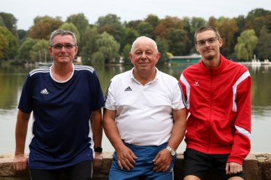 Die fünf Termine der Laufserie mit 410 Startern verlangten Gesamtleiter Dietmar Hallbauer (Mitte) sowie dem Zeitmess- und Auswerteteam um Heiko Krause (links) und Michael Krause (rechts) vollen Einsatz ab.