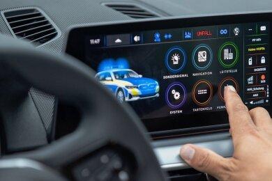 Das neue digitale Infotainment-System für die sächsischen Polizeiwagen.