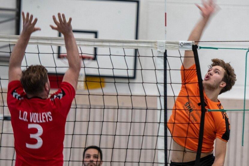 Ihn kennt man eigentlich im Boot auf dem Wasser: Moritz Mai (r.) feierte als Kanute mit der SG Lauenhain schon viele Erfolge. Nun zählt er zum Kader der Milkauer Bezirksliga-Volleyballer.