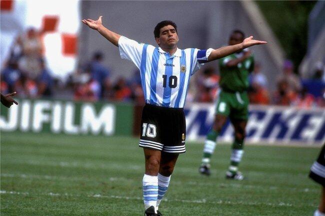 Bei der WM 1994 erzielte Diego Maradona beim 4:0-Sieg im Vorrundenspiel gegen Griechenland sein letztes Tor für Argentinien. Neun Tage später wurde er wegen Dopings vom Turnier ausgeschlossen. Nach dem zweiten Match (2:1 gegen Nigeria) waren fünf Formen von Ephedrin im Körper des damals 33-Jährigen nachgewiesen worden.
