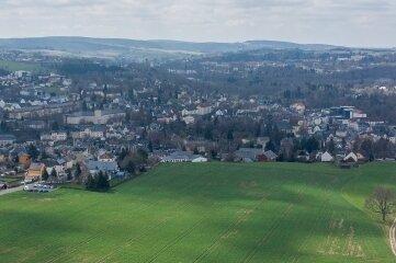 Blick von Rodewisch nach Auerbach, das den Weg zum Sagenhaften Vogtland versperrt.