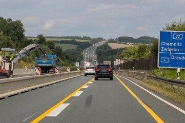 Baustelle auf der A 72 in Höhe der Brücke über der Talsperre Pöhl.