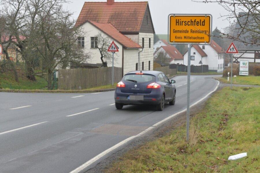 Die Fahrbahn der Kreisstraße in der Ortslage Hirschfeld soll nächstes Jahr innerorts auf 600 Metern erneuert werden.