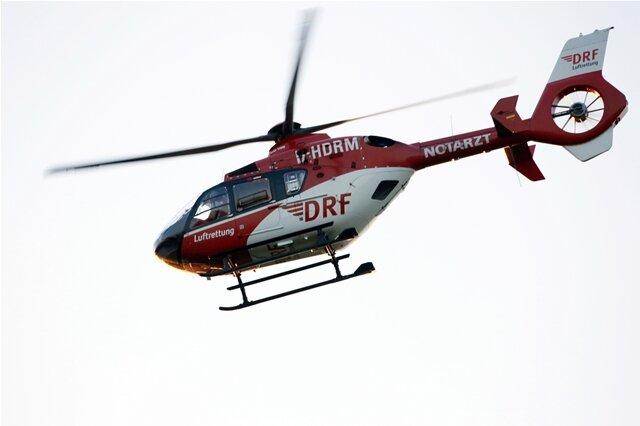 Ein Rettungshubschrauber brachte den 39-jährigen Biker in ein Krankenhaus.