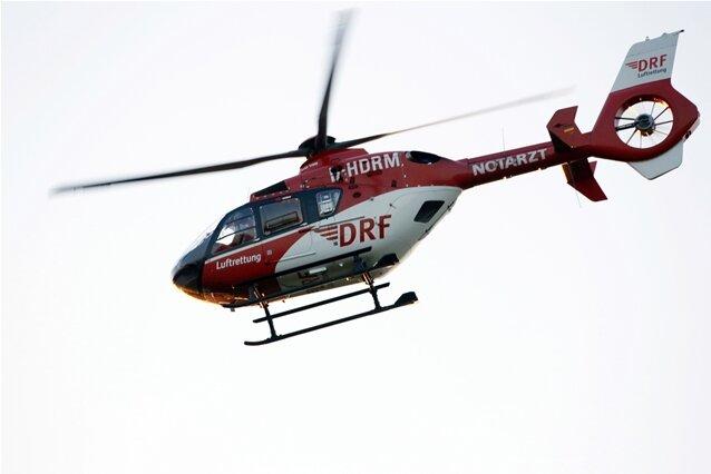 Rettungshubschrauber im Einsatz: Kind mit Fahrrad gestürzt