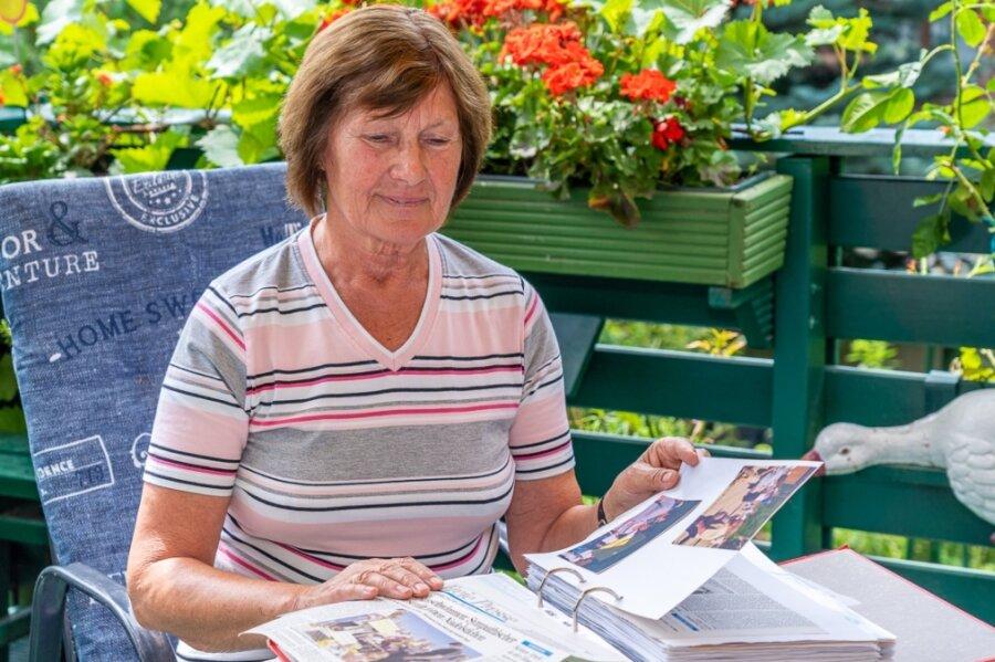 Ob Zeitungsartikel oder eigene Fotos und Notizen: Barbara Oehlmann (75) hat inzwischen viele Ordner mit Material rund um das Waldbad Brunn gefüllt. Sie ist überrascht über das jüngste Ratsvotum pro Waldbad.