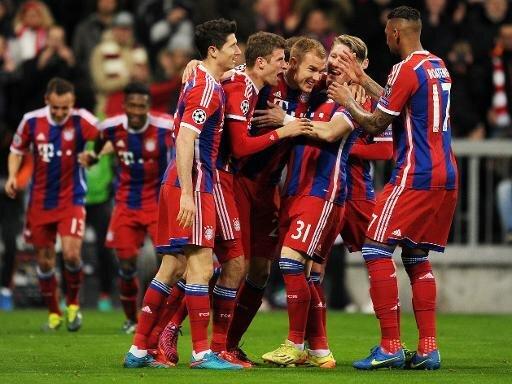 Mit ihrem 7:0 ziehen die Bayern ins Viertelfinale ein