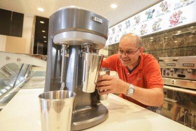 Giancarlo Foscaros neues Eiscafé am Johannisplatz präsentiert sich derzeit noch als Baustelle. Die Maschine zum Mixen von Milchshakes ist aber schon eingetroffen. Die Eröffnung ist für Mitte September vorgesehen.