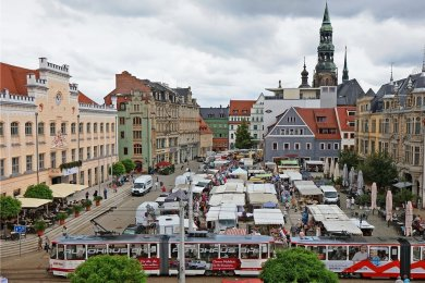 Der erste Sachsenmarkt 2021 am Mittwoch auf dem Zwickauer Hauptmarkt war ein voller Erfolg. Er ist vor allem für ältere Bürger aus der Muldestadt und der Umgebung ein Magnet.