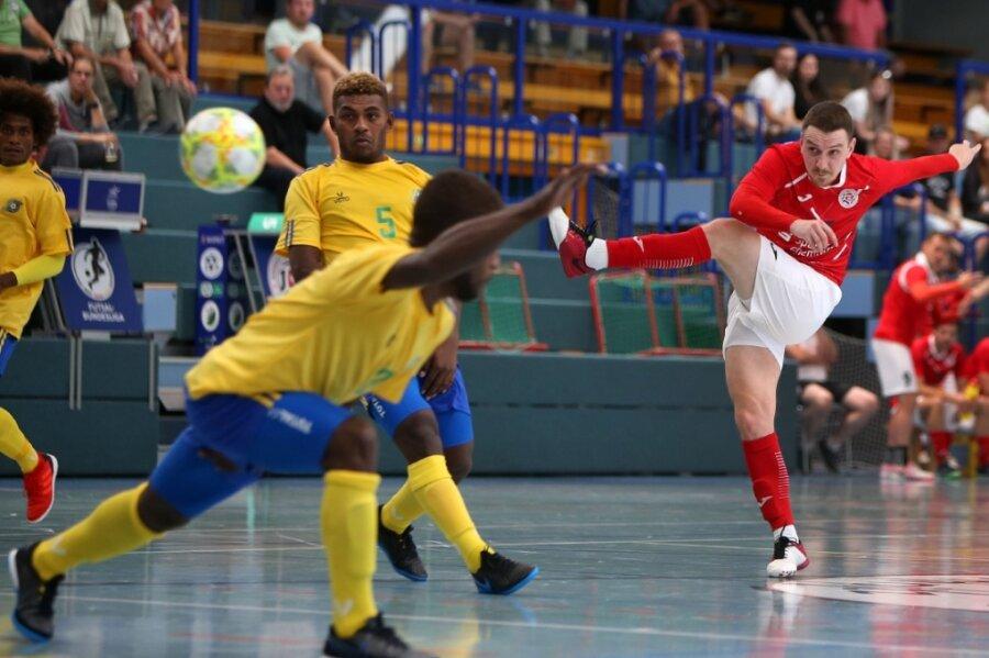 Nach dem Höhepunkt in der Saisonvorbereitung gegen die Salomon-Islands freuen sich Ondrej Mica (rechts) und die Jungs von HOT 05 Futsal auf Besuch aus der Hauptstadt.