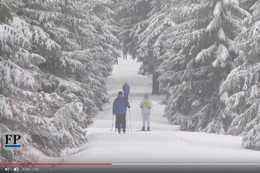 Milder Januar - Wintersportfans freuen sich über Neuschnee auf dem Fichtelberg