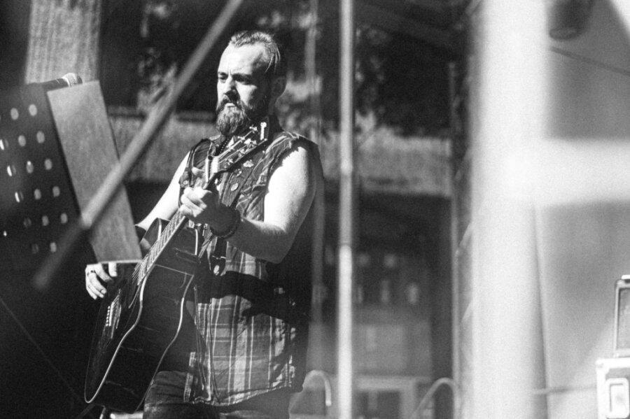Chris Rotten bei einem Liveauftritt. Der letzte liegt schon eine Weile zurück: im Mai 2020 in Annaberg.Foto: Ico