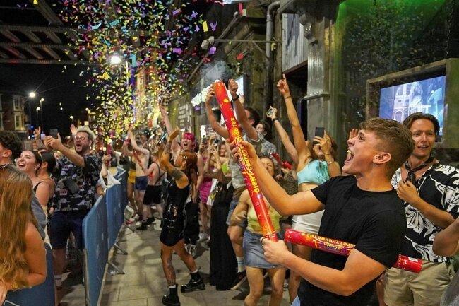 """Am 19. Juli feierten die Briten wie hier in Leeds den """"Tag der Freiheit"""", als sämtliche Coronabeschränkungen fielen. Welche Auswirkungen dies auf die Anzahl der Neuinfektionen hat, ist noch unklar."""