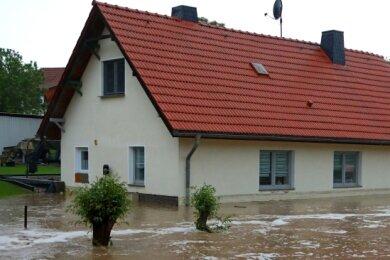 Der Dittrichbach verwandelte das Grundstück am 5. Juni gegen 17.30 Uhr zu einer riesigen Wasserfläche.