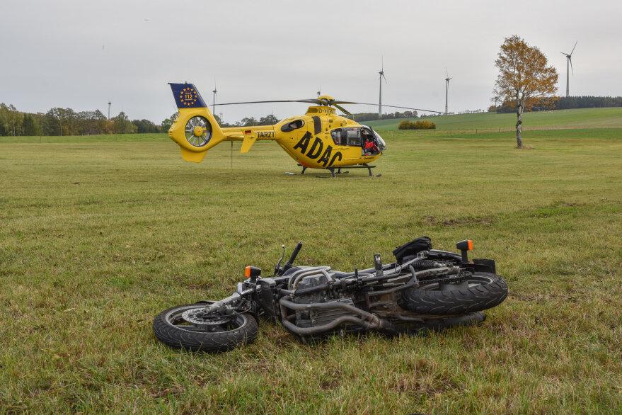 Ein Motorradfahrer ist bei einem Unfall im Großhartmannsdorfer Ortsteil Obersaida am Donnerstagnachmittag schwer verletzt worden.