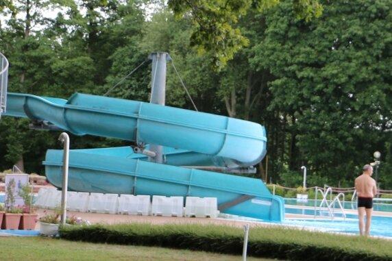 Trotz Ferienzeit ist die Zahl der Besucher im Pausaer Freibad in diesen Tagen überschaubar.