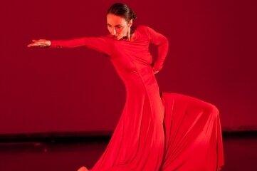 Die Dresdner Tänzerin Katja Erfurth gastiert am Samstag im Kreuzgang am Freiberger Dom.