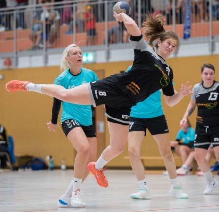 Aus dem Tor an den Kreis: Weißenborns Luisa Groß erzielte auf ihrer neuen Position im ersten Sachsenliga-Spiel zwei Treffer. Allerdings blieben die Rotation-Damen zum Saisonauftakt ohne Punkte.
