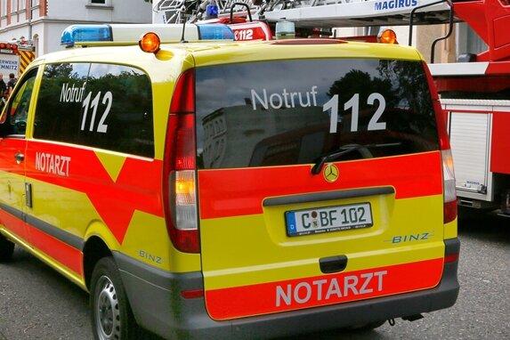 Von Auto überrollt - 73-Jähriger stirbt nach Unfall
