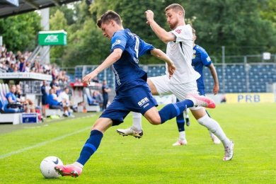 CFC-Spieler Niclas Walther (l.) am Ball.