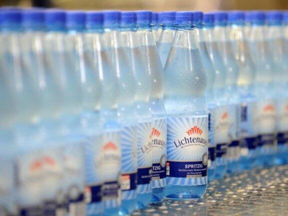 Die Lichtenauer Mineralquellen GmbH profitiert wie andere Mineralwasser-Produzenten enorm vom aktuell heißen Wetter. R. Hirschberger/Archiv