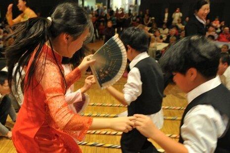 """<p class=""""artikelinhalt"""">Junge Vietnamesen beim Fest der Kulturen 2010.</p>"""