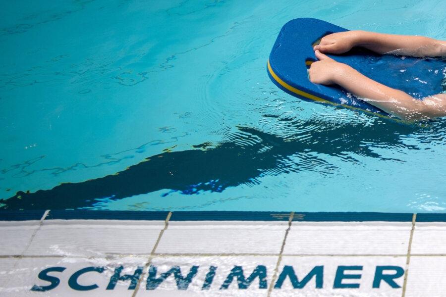 Corona-Lage im Erzgebirge: Rückstand beim Schulschwimmen soll aufgeholt werden
