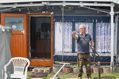 Andreas Ulbricht aus Wiesenburg freut sich, dass er wieder auf den Campingplatz an der Koberbachtalsperre darf. Er angelt gern in der Kober. Touristen von weiter her erkunden vom Zeltplatz aus gern die Region.