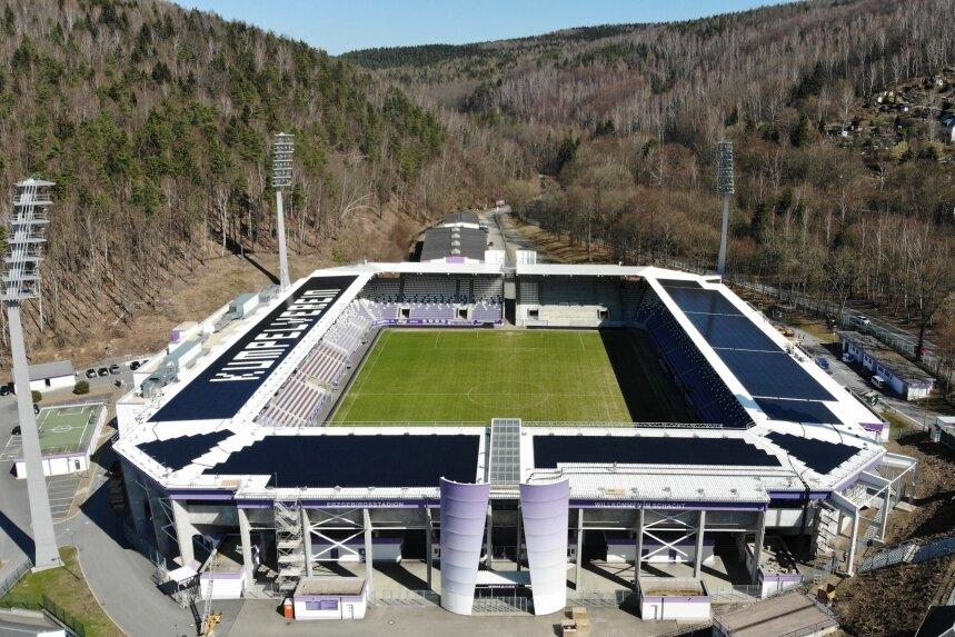 Aue: Was steht denn da auf dem Stadiondach?