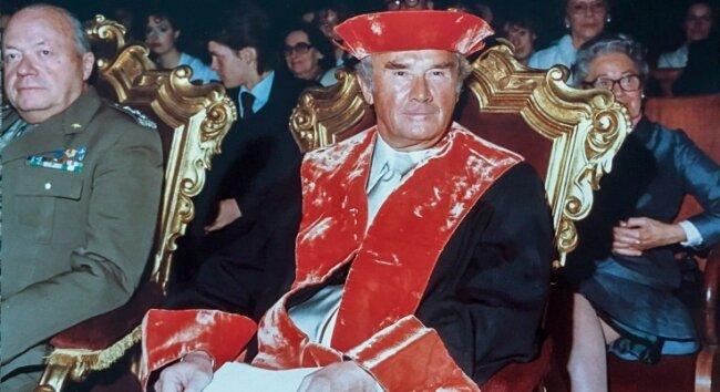 1983 erhielt Gotthard Schettler in Padua einen von mehreren Ehrendoktortiteln.
