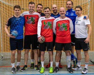 Ein Bild aus hoffnungsvolleren Tagen: Noch vor zwei Jahren haben die Handballer aus Rochlitz mit Alexander Goy (r.) und Penig eine Kooperation angestrebt. Doch durch die folgende Corona-Pandemie konnte sich das Team nie gemeinsam einspielen.