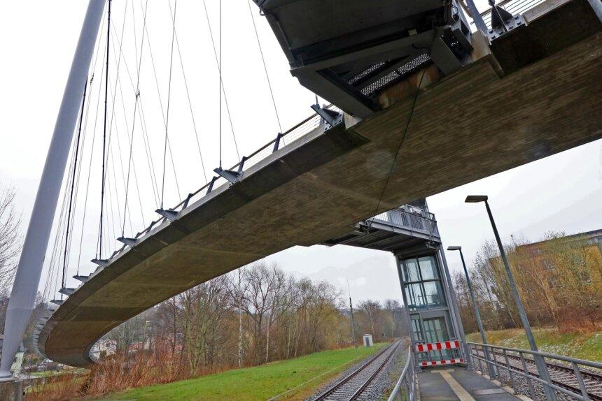 In die Sanierung der Hängebrücke will die Stadt Wilkau-Haßlau 100.000 Euro investieren.