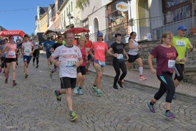 Der Schwarzenberger Edelweißlauf hat zuletzt im Jahr 2019 zahlreiche Sportler in die Innenstadt gelockt. Diesen Sonntag geht der gastgebende Läuferbund die achte Auflage des Wettbewerbs an.