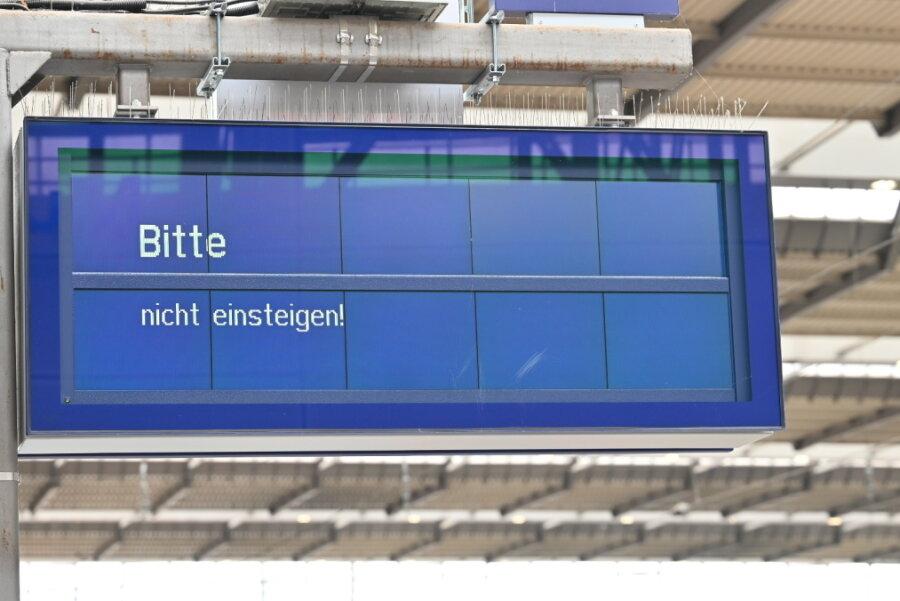 """Sturmtief """"Ignatz"""": Zugstrecke zwischen Leipzig und Chemnitz gesperrt"""