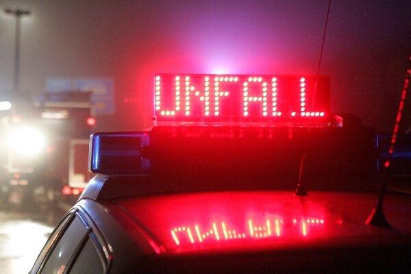 A4/Frankenberg: Wohnmobil kippt um - Fahrer verletzt