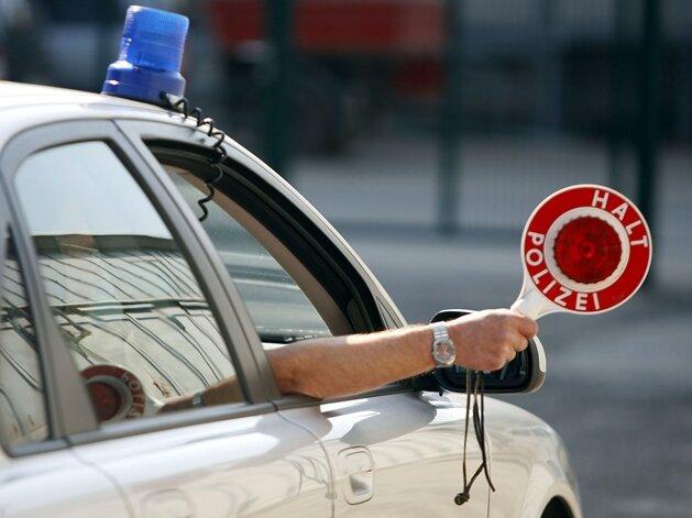 Polizei zieht 42-Jährigen in gestohlenem Mercedes aus dem Verkehr