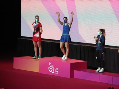 Carolina Marin (2.v.l.) auf dem Podium in Kiew.