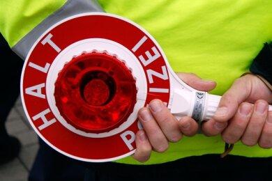 Ein 16-Jährigerist am Mittwochabend in Glauchau mit einem Auto vor der Polizei geflüchtet.