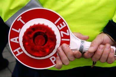 Die Polizei hat am Mittwochnachmittag den Lkw eines betrunkenen Fahrers auf der A 72 bei Niedercrinitz aus dem Verkehr genommen.