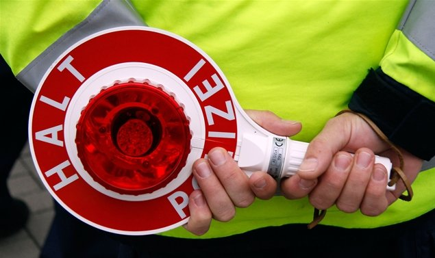 Zahlreiche Fahrzeuge wurden an der A 4 einer Überprüfung durch die Polizei unterzogen.