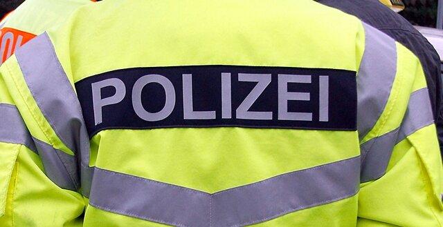 Unbekannte haben in einer Firma Diebesgut im Wert von 30.000 Euro erbeutet.