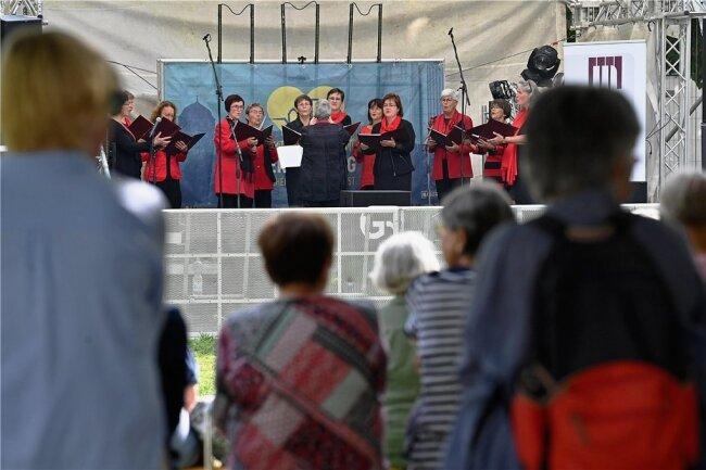 Der Chor Augustusburger Choryfeen trat Sonntag vor zahlreichen Gästen des Bürgerfestes auf.