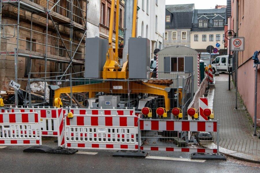 Die Mittweidaer Theaterstraße ist wegen der Sanierung eines Hauses derzeit gesperrt. Bis zum 30. April müssen sich Verkehrsteilnehmer auf eine Umleitung einstellen.
