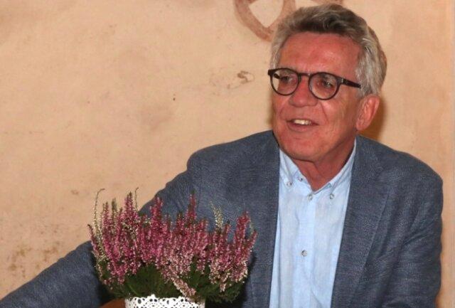 Ex-Innenminister Thomas de Maizière (CDU) am Montagabend bei seiner Lesung in der Kapelle Neuensalz.