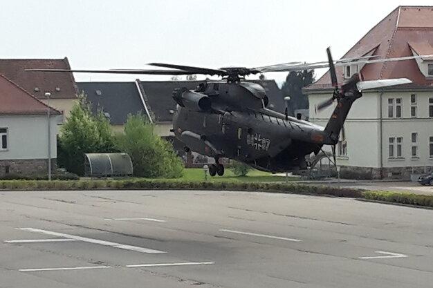 Riesenhubschrauber probt Landeanflug