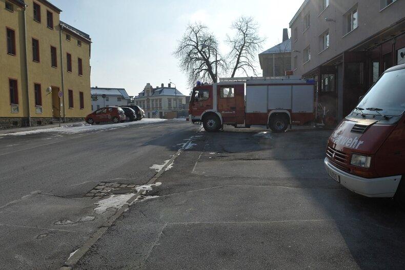 """<p class=""""artikelinhalt"""">Mit Sanierung und Gestaltung des esRudolf-Breitscheid-Platz in Oelsnitz, der dieses Jahr beginnt, sollen sich auch die Bedingungen für die Feuerwehrfahrzeuge beim Ausfahren aus dem Gerätehaus verbessern. </p>"""